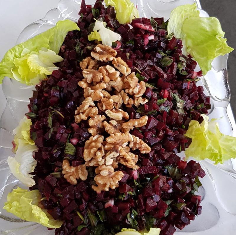 Rote-Bete-Salat mit Nüssen